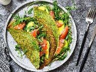Рецепта Солени зелени палачинки от спанак и пълнеж от авокадо и пушена сьомга